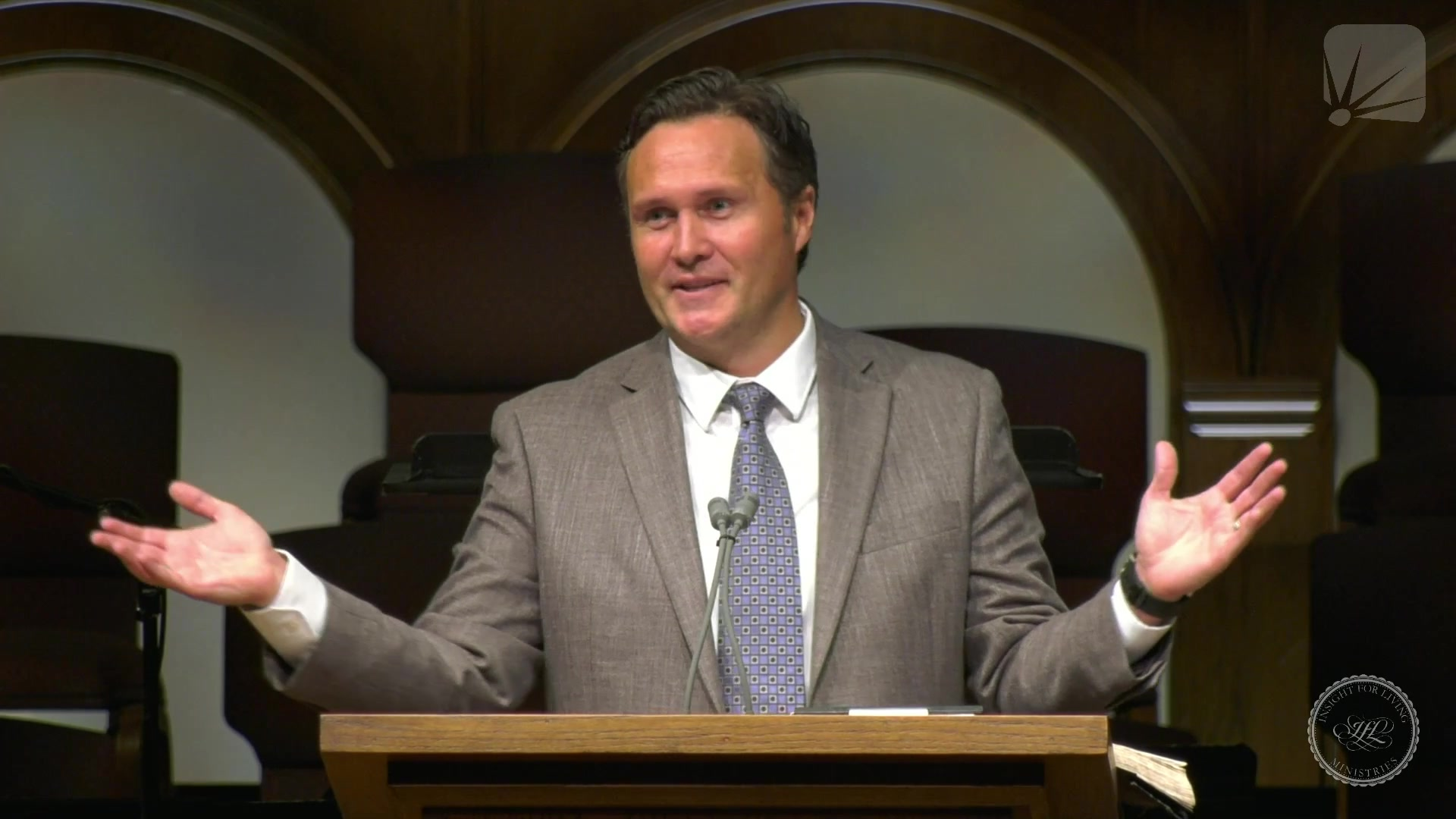 Dr. Jonathan Murphy in pulpit on 20210815